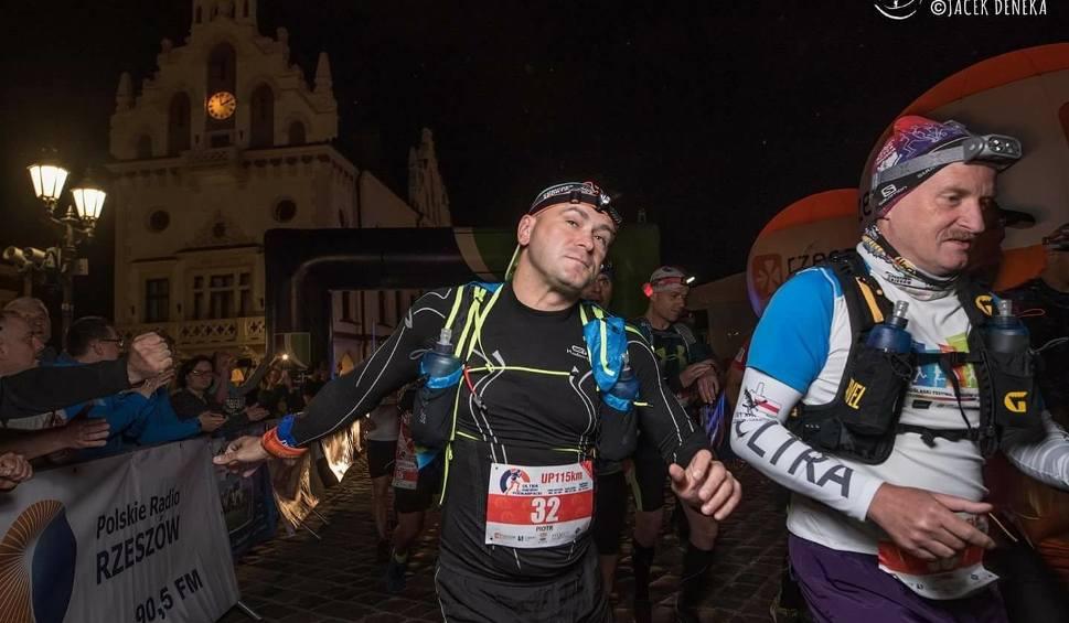 Film do artykułu: Piotr Pazera z Szydłowca ukończył Ultramaraton Podkarpacki. Pokonał 115 kilometrów
