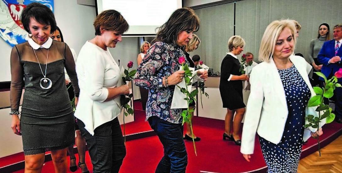 Łącznie nagrody prezydenta Koszalina odebrało wczoraj 55 nauczycieli ze szkół i przedszkoli miejskich