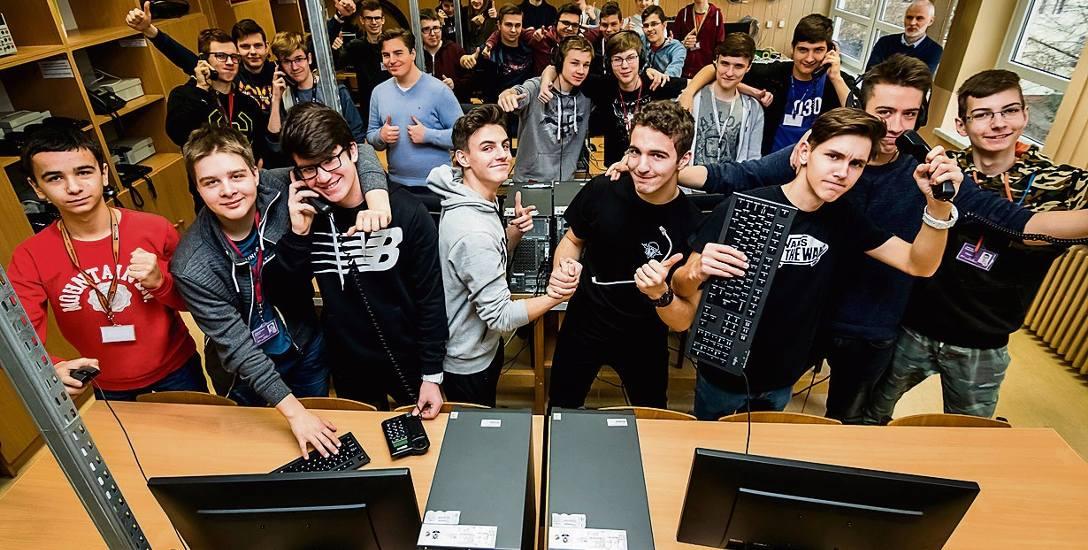 Tak radośnie zareagowali uczniowie Technikum Elektronicznego na wiadomość o 2. miejscu w prestiżowym Ogólnopolskim Rankingu Techników Perspektywy 2018.