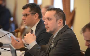 Od lewej: radni Adam Urbaniak i Marcin Pabierowski z PO głosowali za przyjęciem uchwały