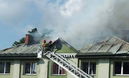 Pożar w budynku firmy w Starachowicach. Trudna akcja strażaków