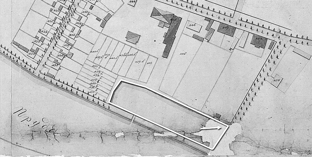 Zanim powstała posesja przy ul. Świętojańskiej 8, jej teren w XVIII i na początku XIX w. zajmował staw służący jako źródło wody dla sąsiedniego browaru