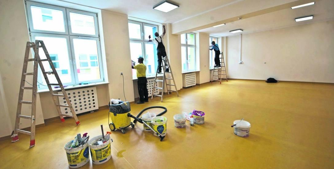 W dawnej szkole integracyjnej trwają ostatnie prace tzw. wykończeniowe, teraz czas na wyposażenie obiektu