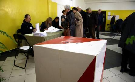21 października odbędą się wybory samorządowe. Mieszkańcy wybiorą rady gmin, powiatów i sejmików województw, a także wójtów, burmistrzów oraz prezydentów