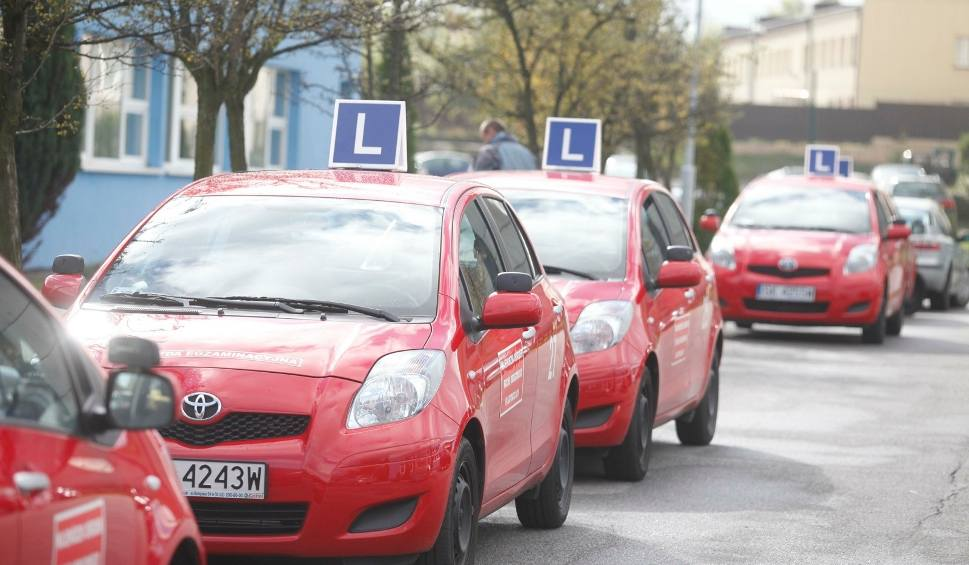 Film do artykułu: Egzaminy na prawo jazdy ruszają 1 czerwca. WORD Katowice wznawia testy praktyczne i teoretyczne we wszystkich swoich oddziałach