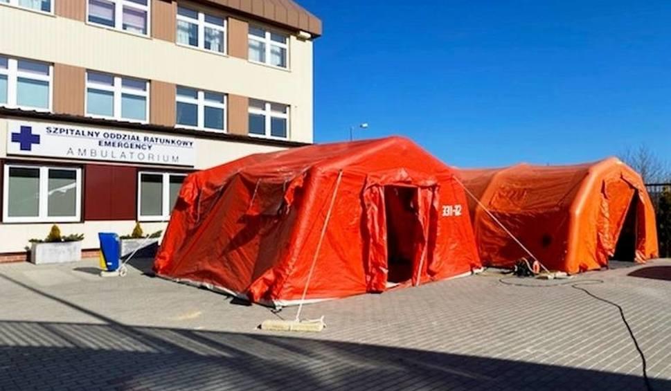 Film do artykułu: Specjalne namioty strażackie stają przed kolejnymi szpitalami. Zobaczcie, jak wyglądają w Rudzie Śląskiej, Czeladzi, Siemianowicach