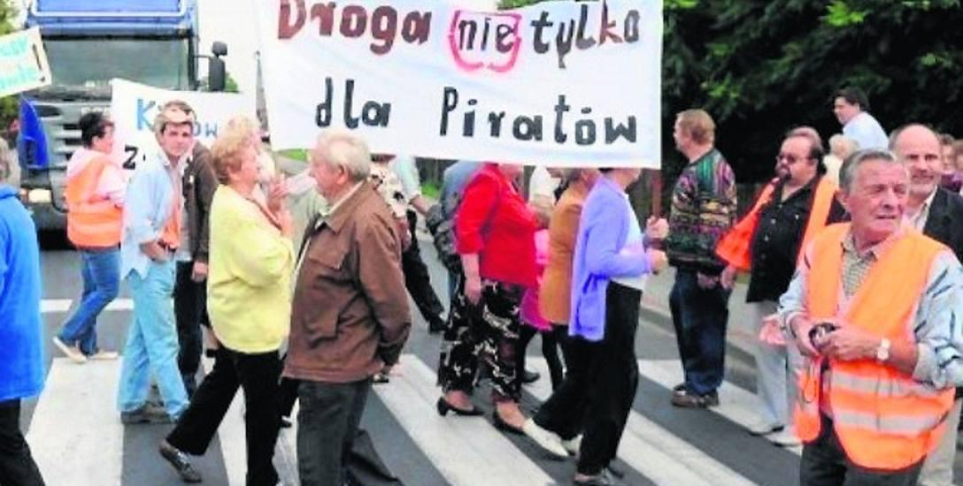 Obwodnica Kędzierzyna-Koźla gotowa jest od 10 lat, a ciężarówki dalej jeżdżą przez Reńską Wieś