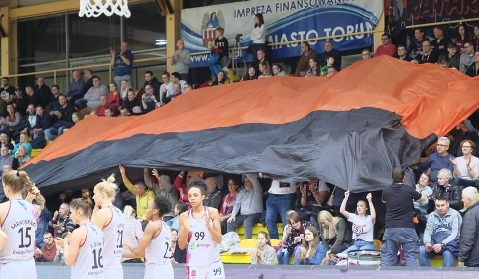 Film do artykułu: Derby Energa Toruń - Artego Bydgoszcz. Tak dopingowali kibice obu drużyn [ZDJĘCIA]