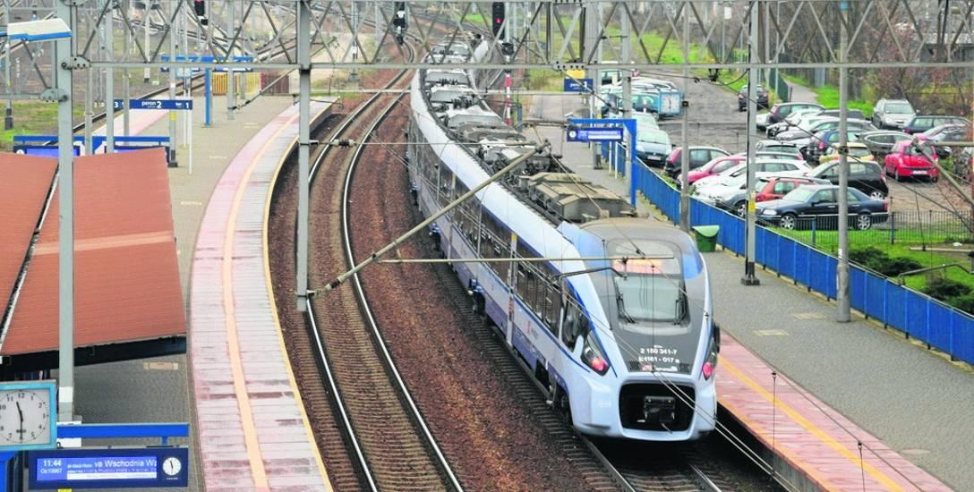 W weekendy dodatkowo będzie kursować 18 pociągów ŁKA Sprinter z Łodzi przez Skierniewice do i z Warszawy.