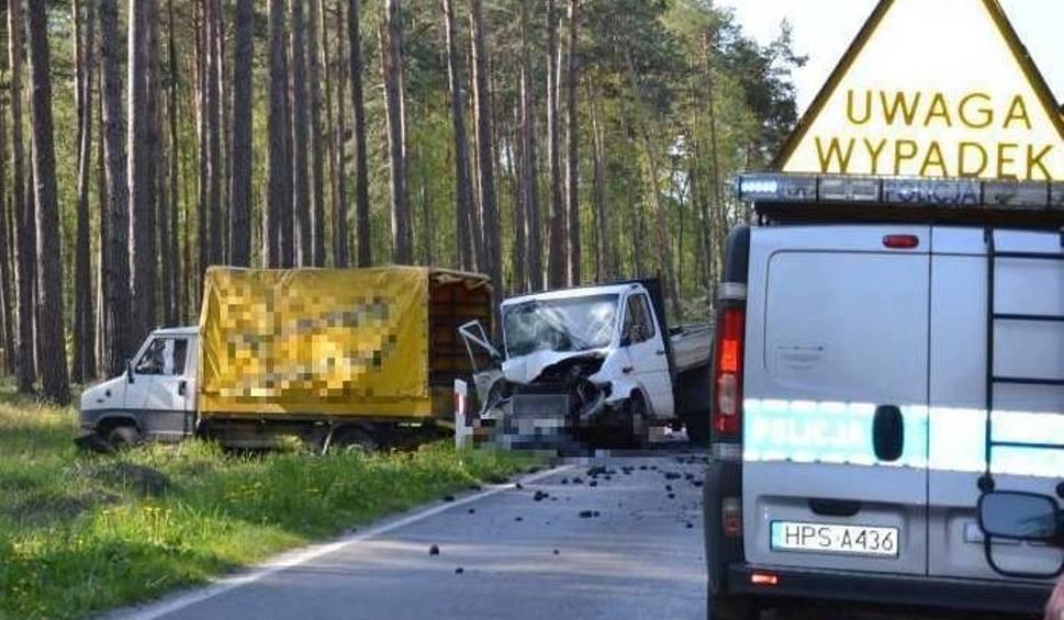 Film do artykułu: Wypadek w Starachowicach. Zderzyły się dwa dostawczaki, zginął człowiek