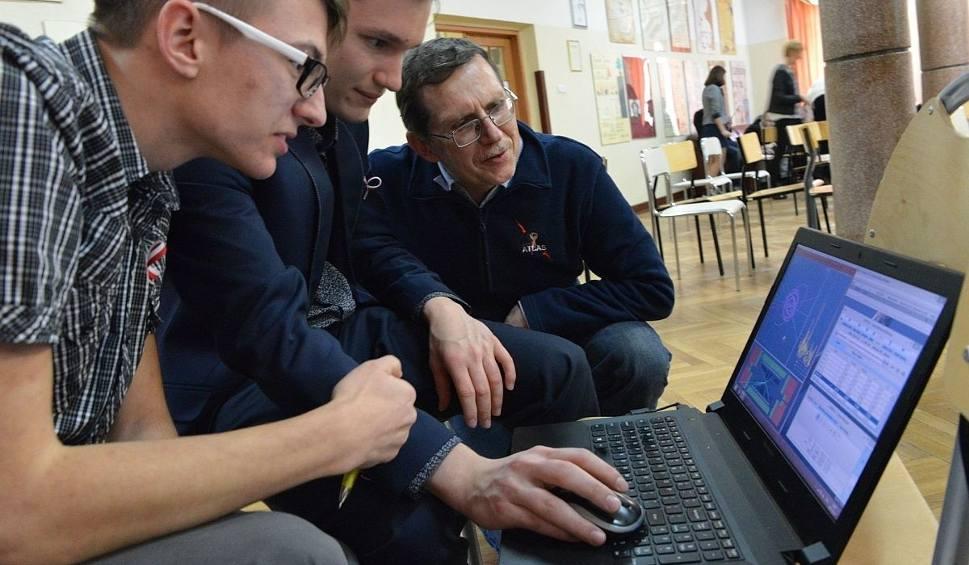 Film do artykułu: Uczniowie z Kielc wcieli się w rolę fizyków z CERN pod Genewą