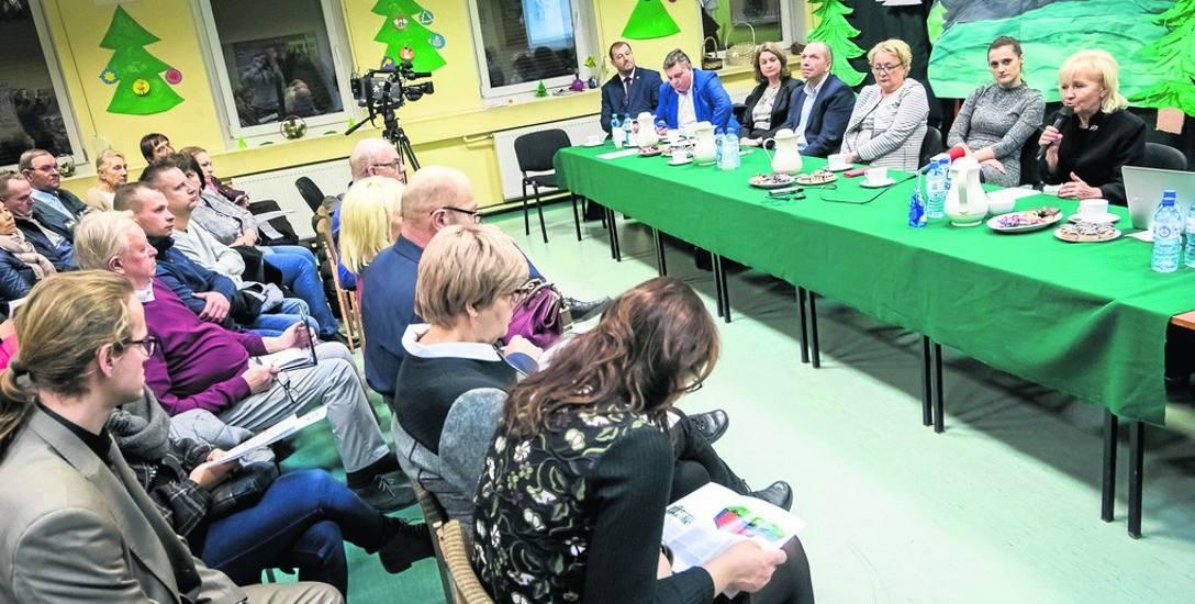 Coraz więcej mieszkańców Łęgnowa i Plątnowa interesuje się stanem wody, którą czerpią z przydomowych studni, a widmo Zachemu z dnia na dzień staje się