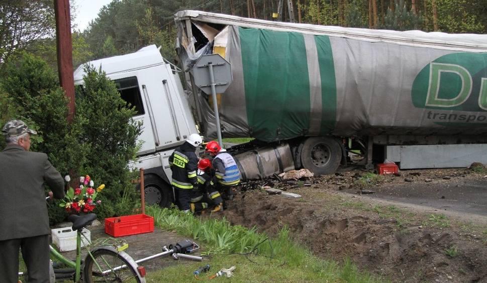 Film do artykułu: Wypadek na trasie Tarnobrzeg - Mielec. Zderzyły się trzy pojazdy