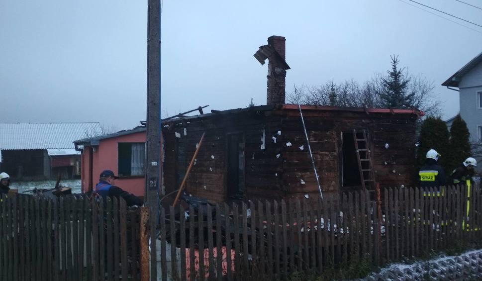 Film do artykułu: W poniedziałek nad ranem - pożar drewnianego budynku w Woli Kopcowej