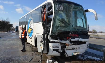 Zderzenie autobusu i ciężarówki na S8. 4 osoby ranne