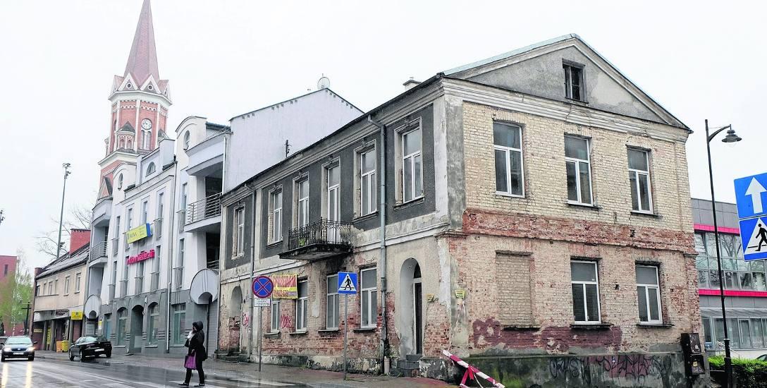 W miejscu dziś zajmowanym przez dom przy ul. Warszawskiej 44 w 1 poł. XIX w. stał mniejszy murowany dom z podpiwniczeniem, wykorzystywanym przez wyszynki