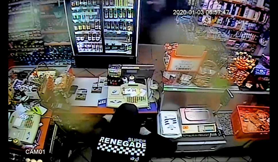 Film do artykułu: Rozbój w sklepie w Solcu Kujawskim. Policja prosi o pomoc w identyfikacji sprawy [wideo - 16.01]
