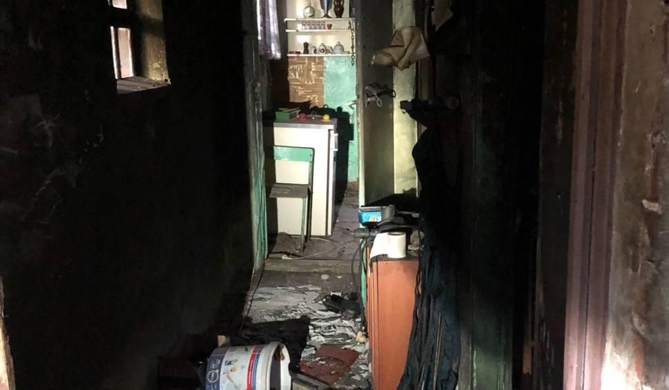 Film do artykułu: Pożar pustostanu w Mierzeszynie. Nie żyje jedna osoba [zdjęcia]