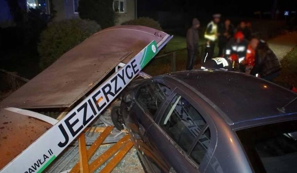 Film do artykułu: Prokuratorskie zarzuty dla 17-latka, który wjechał w przystanek w Jezierzycach