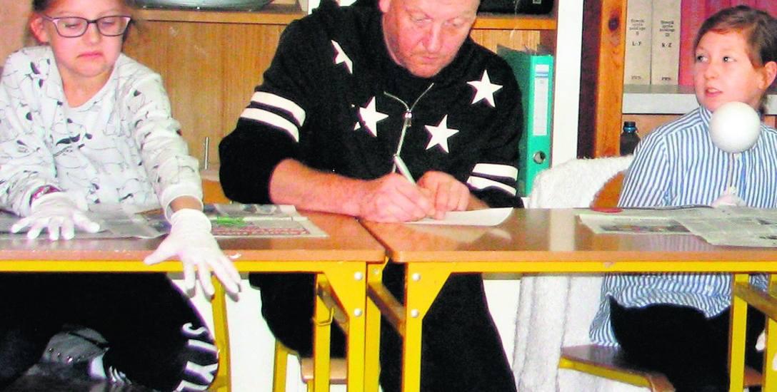 Grzegorz Lipiec, tata Huberta, prowadzi w klasie V b, w Szkole Podstawowej nr 21 w Zielonej Górze, warsztaty filmowe. W planach jest również utworzenie