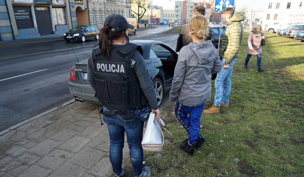Film do artykułu: Przez 5 miesięcy troje bydgoszczan zarobiło na prostytucji co najmniej 67 tys.zł. Wpadli w ręce policji