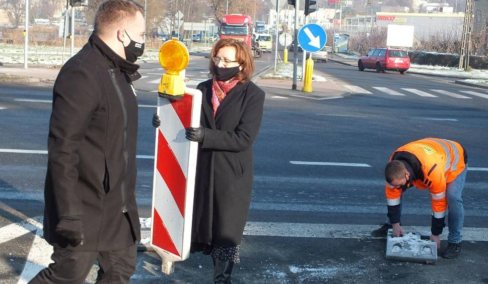 Film do artykułu: Nowa ulica Moniuszki w Starachowicach oddana do użytku. W przygotowaniu jest budowa dwóch rond [ZDJĘCIA]