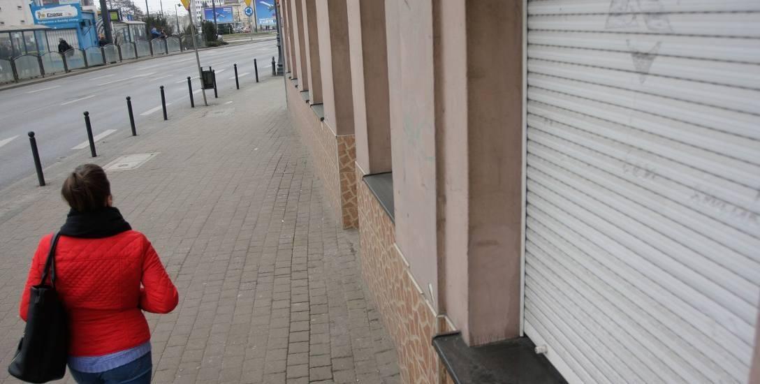 """W samym sercu Bydgoszczy przy ulicy Jagiellońskiej 12 mieścił się jeden z pierwszych i największych sklepów """"Zetki"""". Ten lokal jest już pusty."""