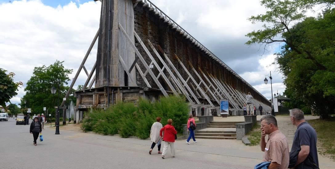 Za połowę udzielonych miejsc noclegowych odpowiadają  uzdrowiska głównie w Ciechocinku i Inowrocławiu