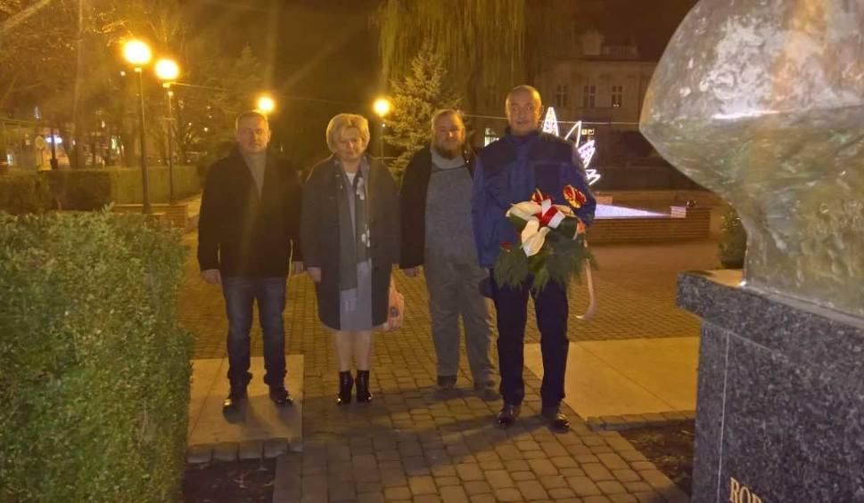 Film do artykułu: W Tarnobrzegu uczcili rocznicę wprowadzenia stanu wojennego. Złożyli kwiaty i zapalili znicze