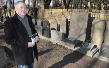 Lapidarium powstało z inicjatywy mojego rozmówcy. Przez wiele lat kierował szpitalem, który sąsiaduje z dawną nekropolią. Przymierzał się do tego od