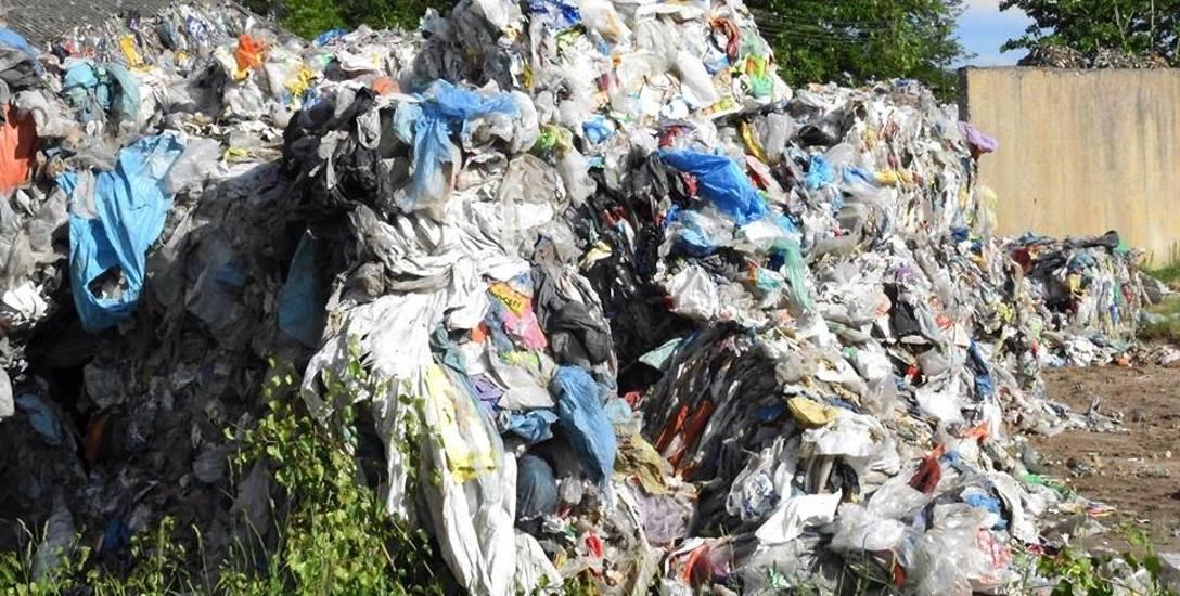 Gmina Mońki. Jest kara za nieprawidłowe składowanie śmieci w Rybakach (zdjęcia)