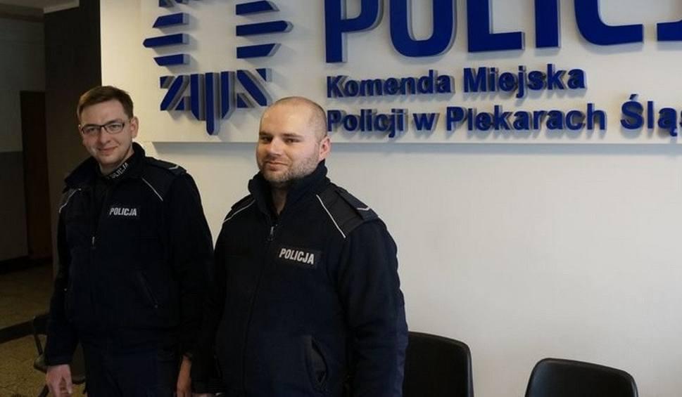 Film do artykułu: Jechali na sygnale i zdążyli: policjanci zdjęli pętlę z szyi młodej kobiety. Policjanci z Piekar Śląskich uratowali samobójczynię