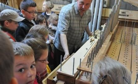Dzieci ze szkoły w Kijach chcą grać na organach