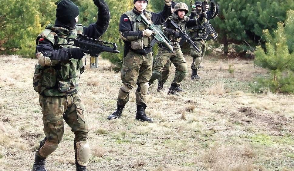 Film do artykułu: Strzelcy z Nowej Dęby przez kilka dni szkolili się w leśnych ostępach