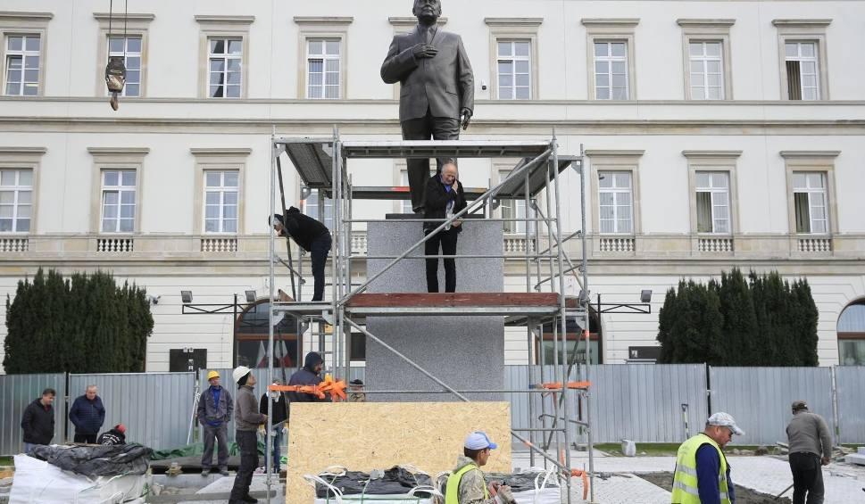 Film do artykułu: Pomnik Lecha Kaczyńskiego w Warszawie zaprojektował gdański rzeźbiarz Stanisław Szwechowicz