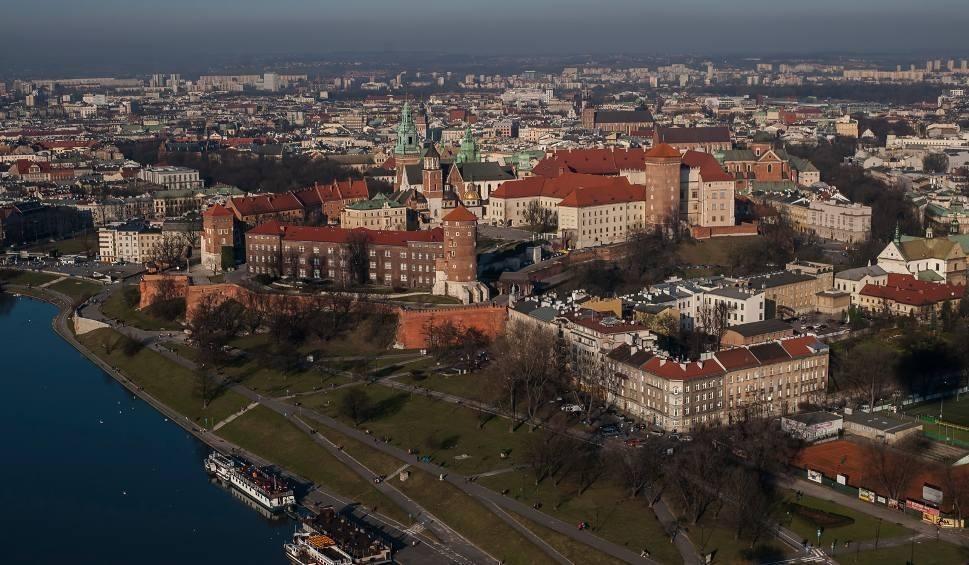 Film do artykułu: Mieszkanie obok krakowskich Błoń? Wynajmij je od gminy