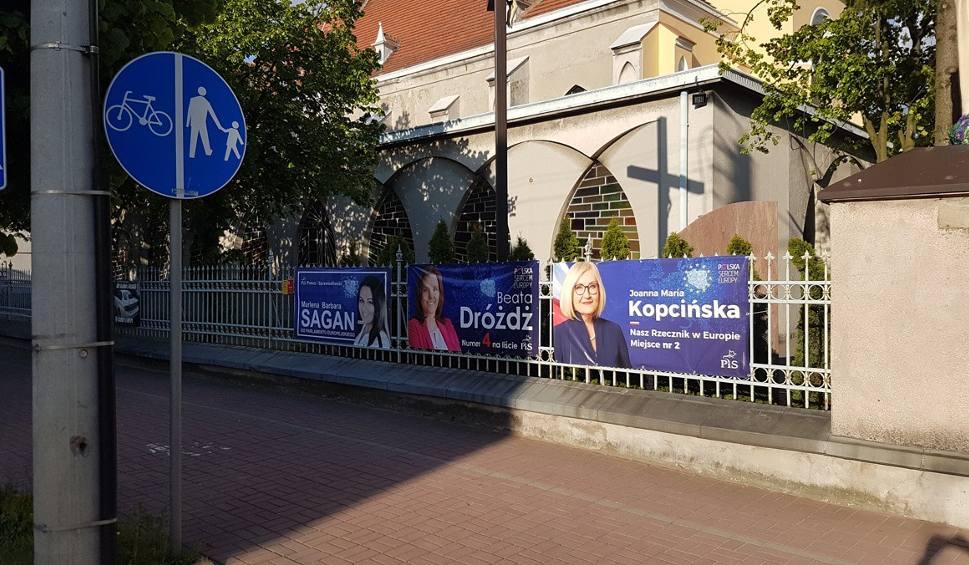 Film do artykułu: Wybory do Parlamentu Europejskiego. Plakaty wyborcze kandydatek PiS na płocie kościoła w Konstantynowie Łódzkim [FILM]