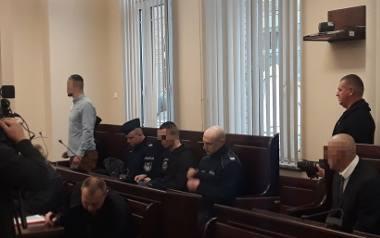 Oskarżeni: Mariusz W.  Piotr O. oraz Zbigniew Ł. są oskarżeni o wtargnięcie do zakrystii bazyliki w Szczecinie.