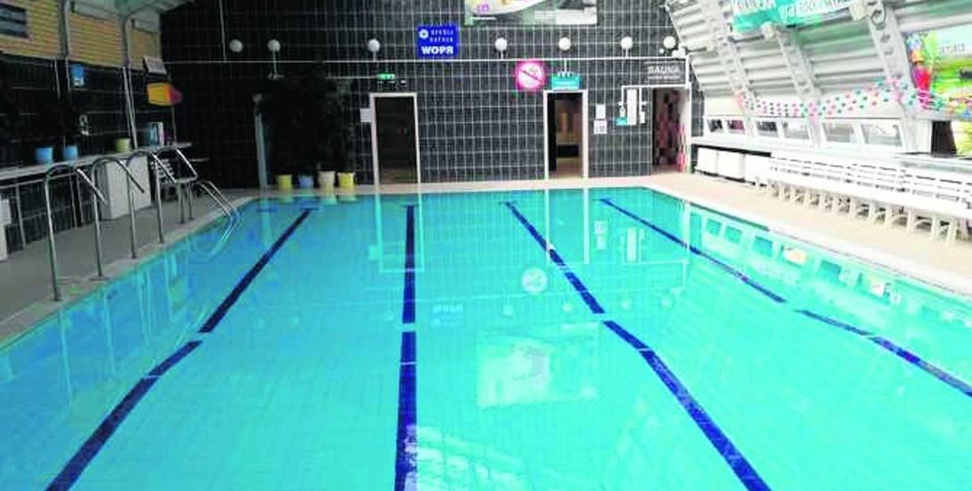 Na basenie przy ul. Mazowieckiej 39C można pływać w godz. 6.15-21.45, a także korzystać z sauny suchej, jacuzzi, biczy i masaży wodnych