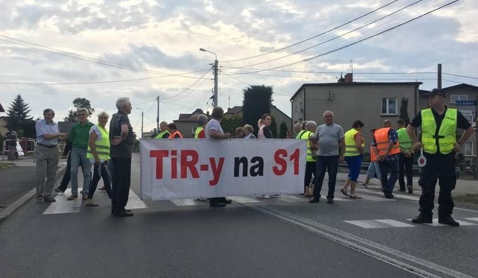Film do artykułu: Protest na DK78 w Mierzęcicach. Mieszkańcy zablokują trasę