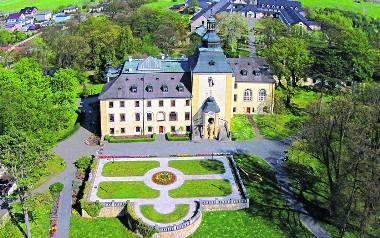 Pałac w Kamieniu Śląskim, rodowa siedziba Strachwitzów. Obecnie mieści się w nim sanktuarium św. Jacka, które cieszy się dużą sławą wśród turystów i
