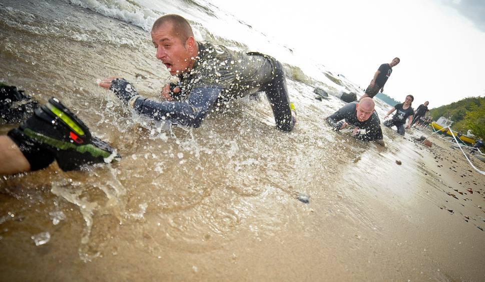 Film do artykułu: Formoza Challenge Gdynia 2021. Zakończenie sezonu na plaży w Babich Dołach. Bieg przeszkodowy w niedzielę, 3 października 2021 roku