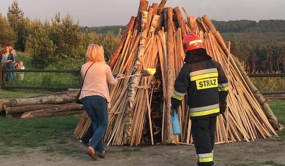 Film do artykułu: Olkuskie. Świętowali przy sobótce. Strażacy gasili kilka pożarów ognisk