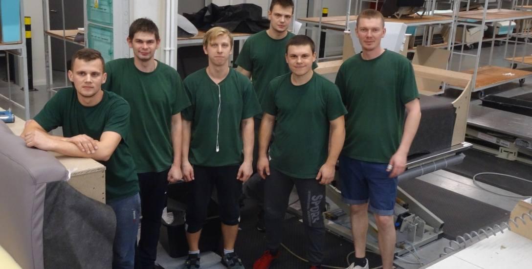 """Ukraińcy pracujący w """"Polinovie"""" trafiają na tapicernię i w tej chwili przyuczają się do zawodu"""