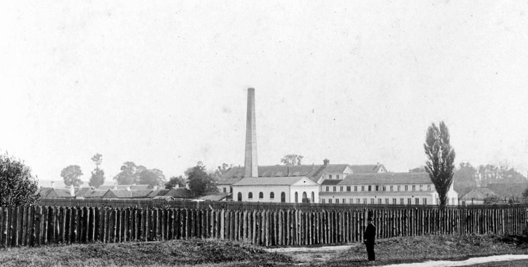 Początki fabryki Hendrichsa na terenie przedmieścia Nowe sięgają 1848 r. Jej założycielem był Sender Bloch, a po jego śmierci zakład prowadziła wdowa
