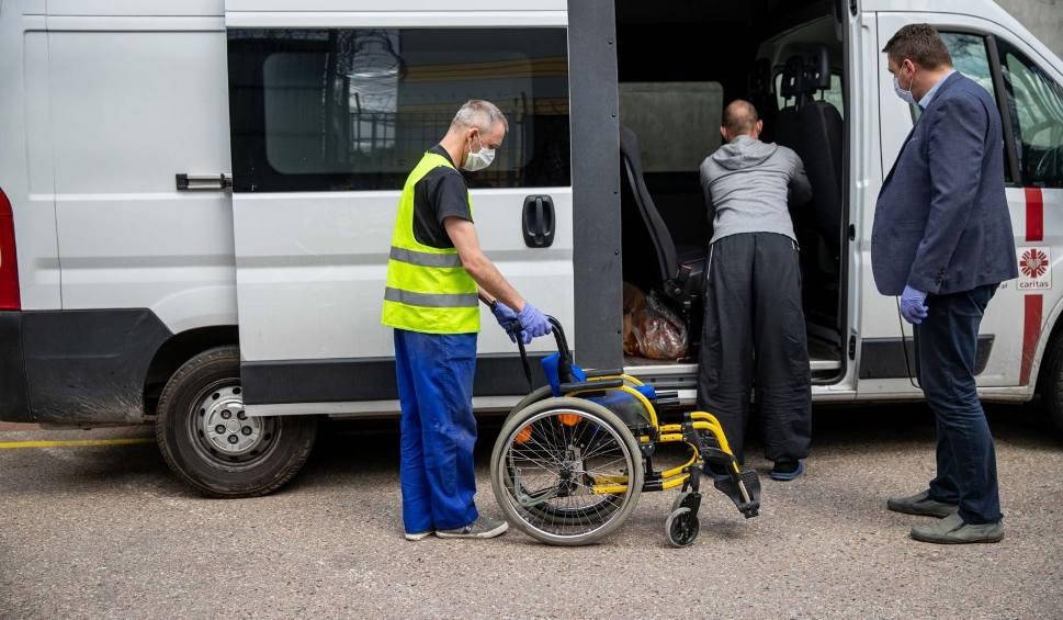 Film do artykułu: Zakład karny w Białymstoku przekazał Caritas wózki inwalidzkie naprawione przez więźniów (zdjęcia)