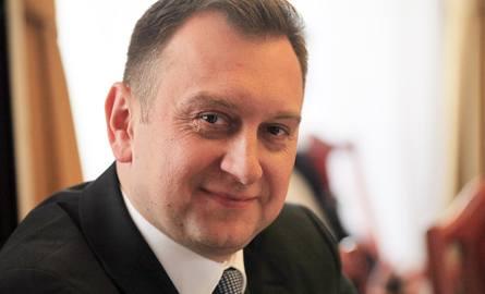 Tomasz Trela, wiceprezydent Łodzi (SLD), odpowiedzialny za oświatę, jest gotów nawet na sądową potyczkę z kuratorem oświaty, który domaga się zmian w