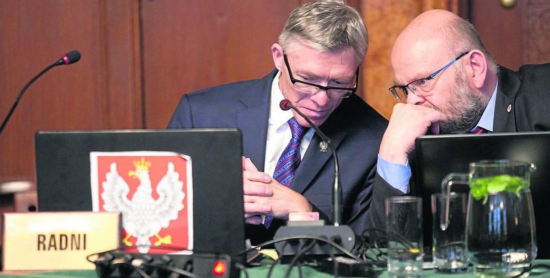 Rady Zbigniew Wojciechowicz (z lewej) i Wojciech Lewenstam, obaj z klubu PiS w radzie miasta, nie mieli wątpliwości. Tak jak cały klub, głosowali przeciw