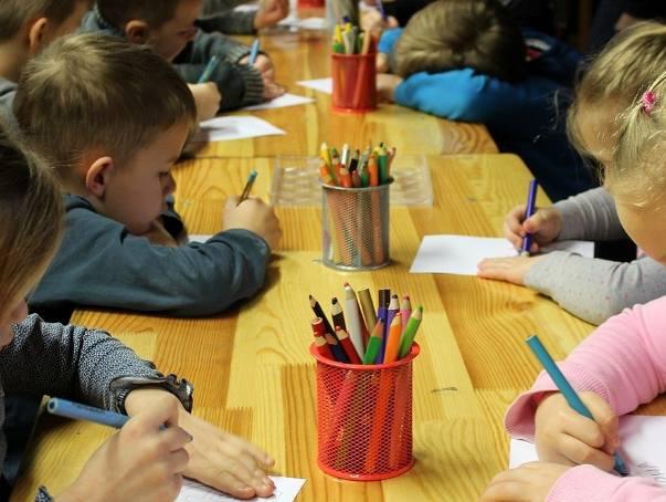 Przedszkola zamknięte w wakacje. Kurator prosi o pomoc ministra
