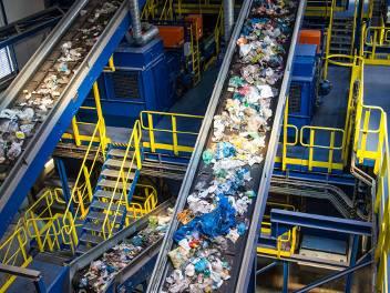 Gospodarowanie odpadami jest coraz droższe. Odczuwają to mieszkańcy